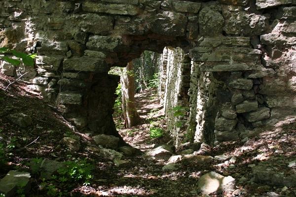 Mauerloch auf der Burgruine Brandenfels