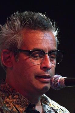 Peter J Pakvis