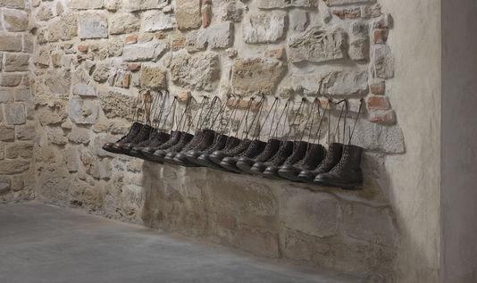 """04 prison """"Holy War"""", de Deimantas Narkevicius"""