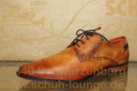 Dieser Herren-Schnürschuh ist aus cognacfarbenem Glattleder mit leichter Prägung gefertigt. Sportlich und elegant passt er zum Anzug und zu Jeans. Die Kontrastschnürung, die auffällig gestaltete Sohle und das seitliche Bugatti-Emblem ergänzen das Gesamtbild.