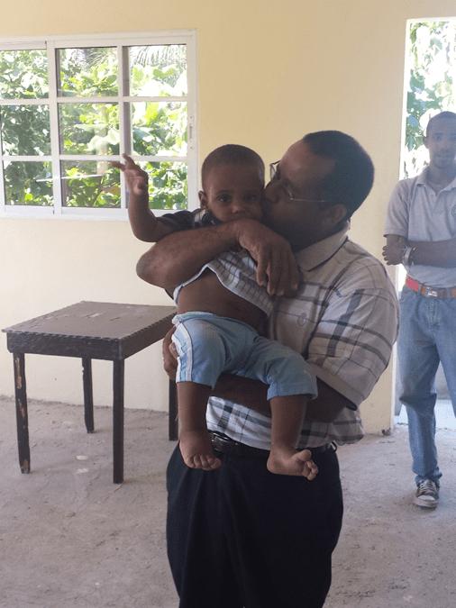 Gustavo mit seinem Enkel (2015)