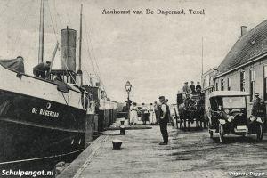 Dageraad (1908) – Kade Oudeschild met auto
