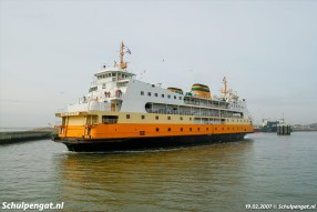 In februari 2007 zijn de dagen bijna geteld voor de veerboot Molengat. Het schip trekt haar laatste baantjes tussen Den Helder en Texel.