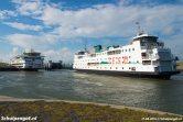 Het TESO-vlaggenschip Texelstroom (2016) zien we hier samen met de Schulpengat (1990) in de veerhaven van Texel.