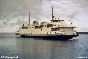 De Marsdiep (1964) kreeg eind jaren 80 de nieuwe huisstijl van TESO, met de gele band. Hier zien we de veerboot nog in de originele kleurstelling.