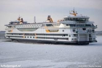 Een prachtig plaatje van de TESO-veerboot Texelstroom in een ijsveld bij Texel.