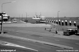 De aanlegsteiger voor zijladers heet veerstoep. Voor ieder getij was er een aanlegplaats, zodat auto's makkelijk het autodek van De Dageraad (1955) konden oprijden.