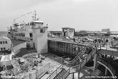 Jarenlang doet de dubbeldeksveerboot Molengat dienst als enkeldekker, de aansluitingen aan de wal ontbraken nog. In 1986 is het feest als de Molengat eindelijk als dubbeldeksveerboot vaart.