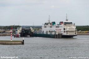 De Schulpengat is halverwege juni 2018 vanuit Den Helder teruggekeerd naar Texel. De dubbeldeksveerboot is afgemeerd naast de lange fuikwand.