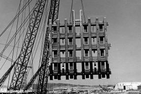 De fuikwanden werden opgebouwd uit verschillende secties. In de fuik werd de secties gekoppeld, maar niet muurvast bevestigd aan de betonnen delen van de fuik. Bij een aanvaring kon het geheel meeveren.