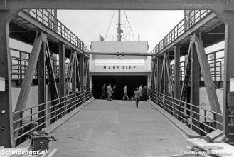 De enkeldekker Marsdiep test de nieuwe fuik van 't Horntje. De brug is nog niet in gebruik voor verkeer, Rijkswaterstaat is nog bezig met de oplevering