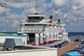 De veerboot Dokter Wagemaker in de fuik van Den Helder met op de achtergrond de Schulpengat op het Marsdiep.