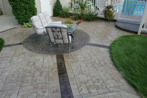 Patio in Ashlar Cut Stone with Cut Stone Brick Bands and Cobblestone Circle