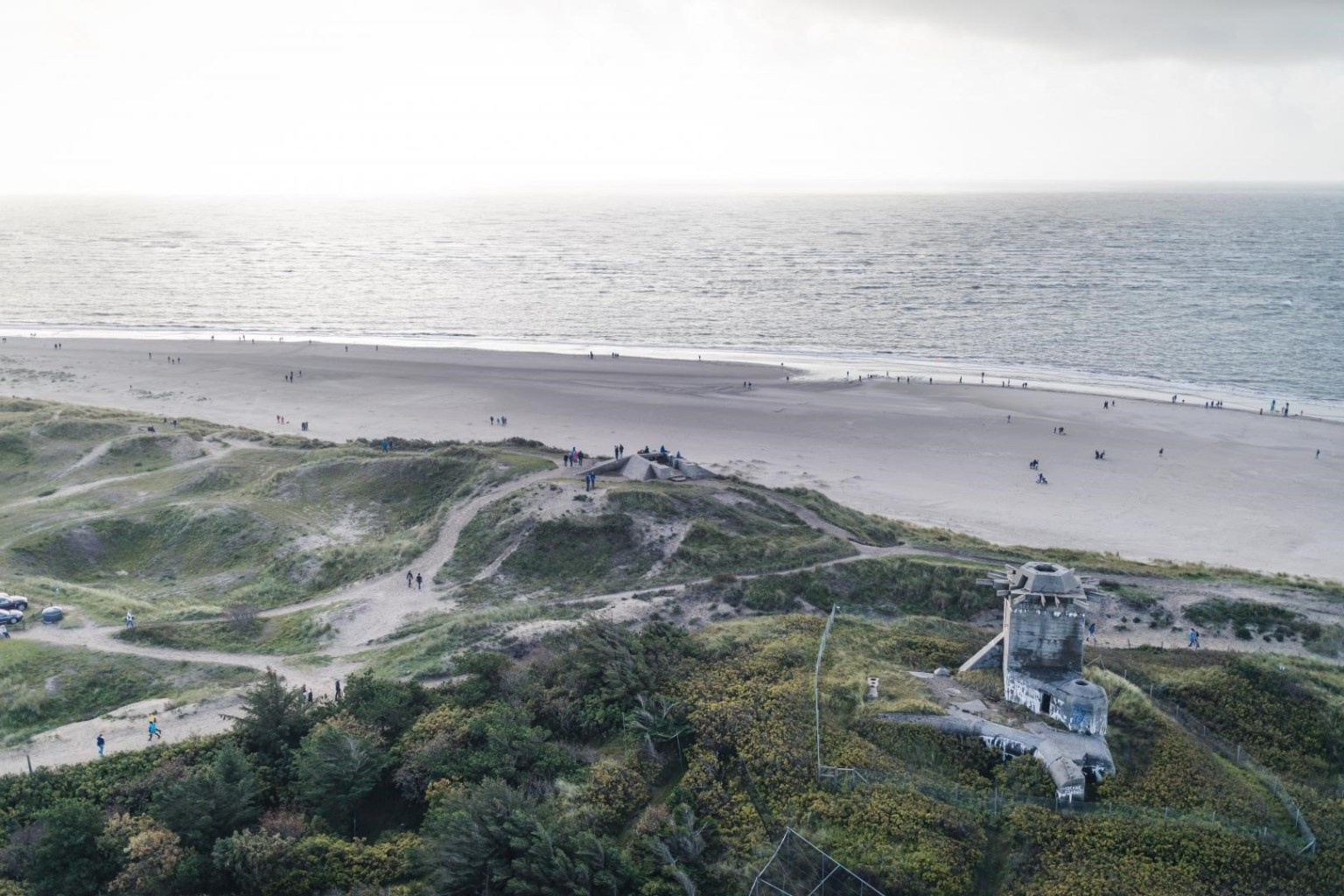 Ausblick vom Leuchtturm über den Strand von Blåvand.