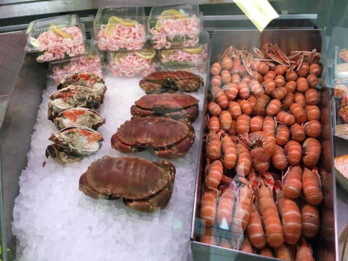 Tolle Auswahl an Fisch und Schalentieren (Foto Fjällbacka Fiskaffär)