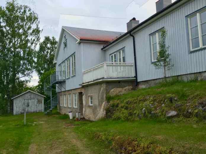 Das neue Hotel im alten Schulhaus. Die Fassade und Umgebung wird natürlich noch renoviert. (Foto Andrea Ullius)