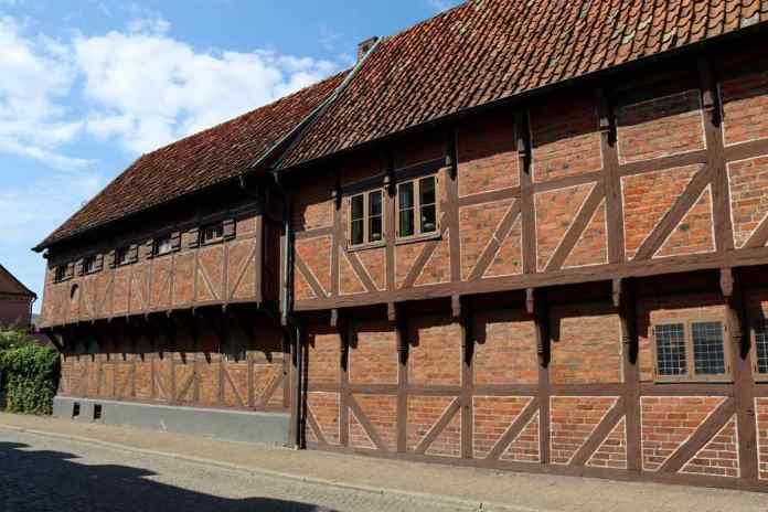Typische Fachwerkbauten in Ystad. Da Holz knapp war, wurden Steine verwendet. (Foto Andrea Ullius)