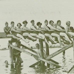 1925 Damenriege Sprungbrett