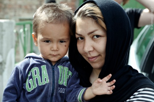 geflüchtete Mutter und Kleinkind in Traiskirchen,  Foto von einem unserer früheren Besuche am 30.7.