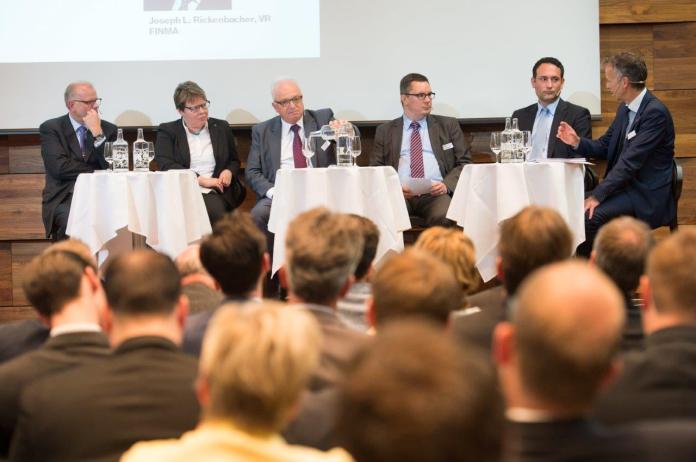 Mit seinen pointierten Aussagen sorgte Markus Boss (rechts im Bild) immer wieder für spannende Momente bei den Diskussionsteilnehmern. Bild: Howard Brundrett