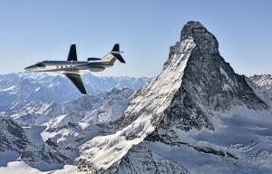 Pilatus - erster Börsenkandidat 2017? Bild: Ein Flugzeug von Pilatus vor dem Matterhorn. Quelle: Pilatus