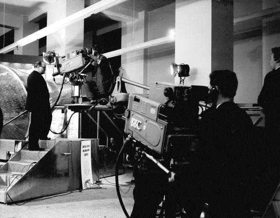 An initial intermedial study of science on television and in museums 1945- 1970