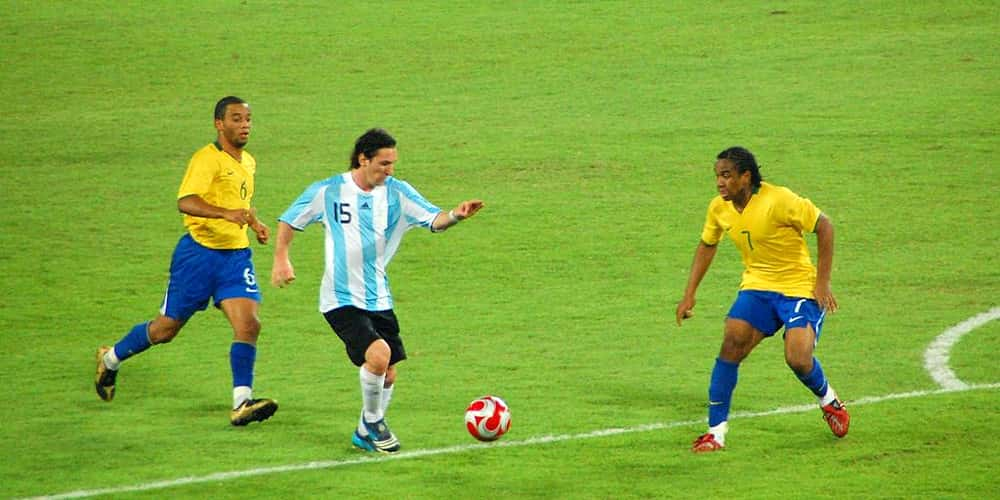 Messi dribble Messi olympics-soccer-7