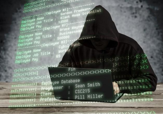 Hacker usando laptop (bilhões de fotos) S