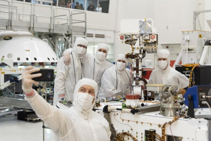 Members of NASA's Mars 2020 project after attaching the rover's mast. (NASA/JPL-Caltech)