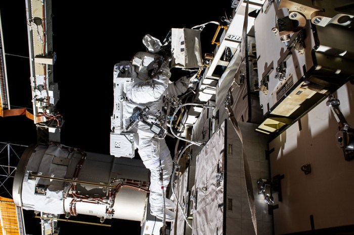 Astronaut Bob Behnken's ISS battery swapping spacewalk, 26 June 2020. (NASA)