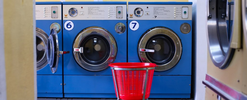 Photo of Washing Synthetic Clothes Spreads Microplastics Even Further Than We Thought