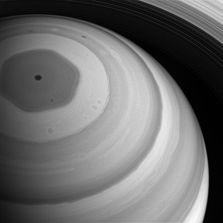 picture of Saturn's cloud patterns