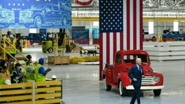 Biden, le «car guy», assure que l'avenir de la voiture électrique sera américain