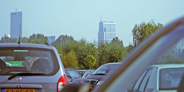 We gaan met de auto naar de stad, naar familie en vrienden, boodschappen doen, naar de tandarts, het werk en ga zo maar door. Foto: Dimormar!
