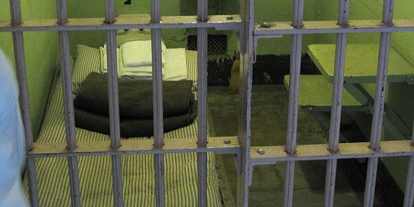 Waarom schrikt een jarenlange straf in zo'n klein kamertje niet af? Foto: Shearer Family.