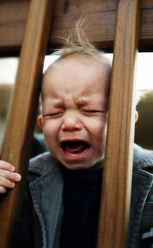 Kleine kinderen mogen dan relatief hulpeloos zijn; ze weten wel heel goed hoe ze om hulp moeten vragen. Foto: Sam Stanton (cc via Flickr.com).