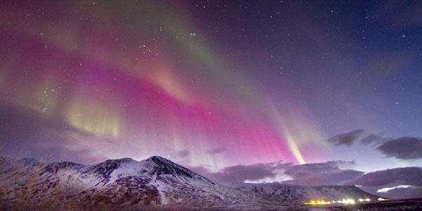 Prachtig poollicht streelt noord europa groenland en ijsland - Noordelijke deel ...
