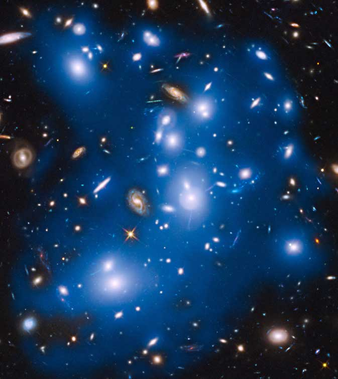 De gloed van sterren is op dit door Hubble gemaakte kiekje blauw gekleurd. Afbeelding: NASA / ESA / IAC / HFF Team / STScl.