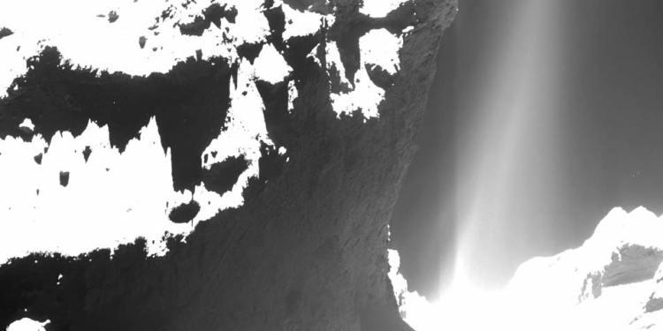 Deze foto maakte Rosetta toen deze iets meer dan zeven kilometer van het oppervlak van de komeet verwijderd was. Afbeelding: ESA / Rosetta / MPS for OSIRIS Team MPS / UPD / LAM / IAA / SSO / INTA / UPM / DASP / IDA.