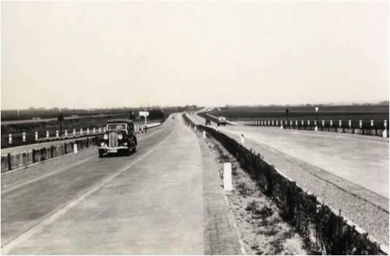 In de beginperiode was het nog lekker rustig op de Nederlandse snelwegen. De expansie van het snelwegennetwerk verliep tot de jaren zestig langzaam, mede door de oorlog en de wederopbouw.