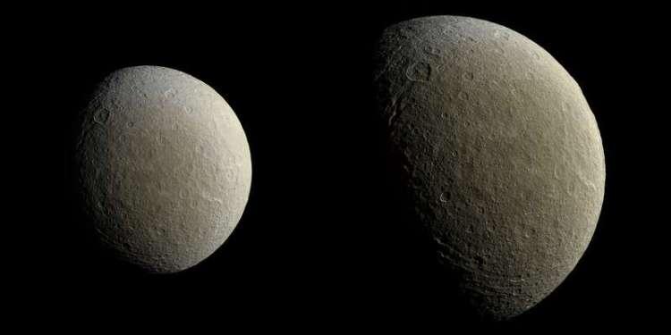 De twee foto's die Cassini van Rhea maakte. Afbeelding: NASA / JPL-Caltech / Space Science Institute.