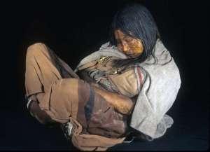 Deze mummie werd gevonden in Argentinië in 1999. Haar DNA werd gebruikt in dit onderzoek. Credits: Johan Reinhard