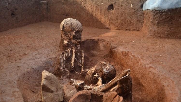 Eén van de graven die de onderzoekers ontdekt hebben. Afbeelding: ANU.