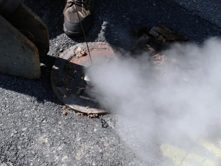 Eén van de door de autoriteiten geboorde gaten om het vuur in de gaten te kunnen houden. Afbeelding: Mredden (via Wikimedia Commons).