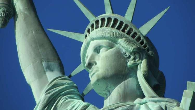 Het Vrijheidsbeeld en Ellis Island heeft enorm te lijden gehad onder orkaan Sandy. Tot op heden is zo'n 100 miljoen Amerikaanse dollar geïnvesteerd in herstelwerkzaamheden.