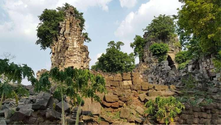 Nabij deze tempel - uit de tijd van het Angkor-rijk - ontdekten archeologen dankzij de scans onder meer nederzettingen. Afbeelding: Damian Evans.
