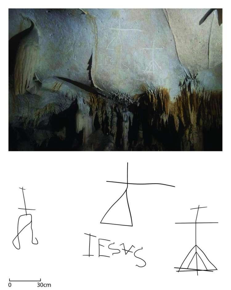 Een tekening van het kruis met daaronder de naam 'Jezus' en aan weerszijden nog een kruis. Afbeelding: University of Leicester.