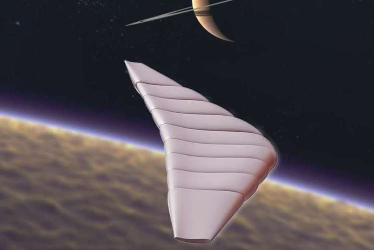 Hier zie je een artistieke impressie van de drone die over Titan scheert. Op de achtergrond kun je ook Saturnus nog zien. Afbeelding: Global Aerospace Corporation.