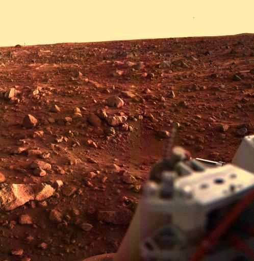 Ook deze kleurenfoto is het werk van Viking 1 en werd kort voor zonsondergang gemaakt. Afbeelding: NASA / JPL.