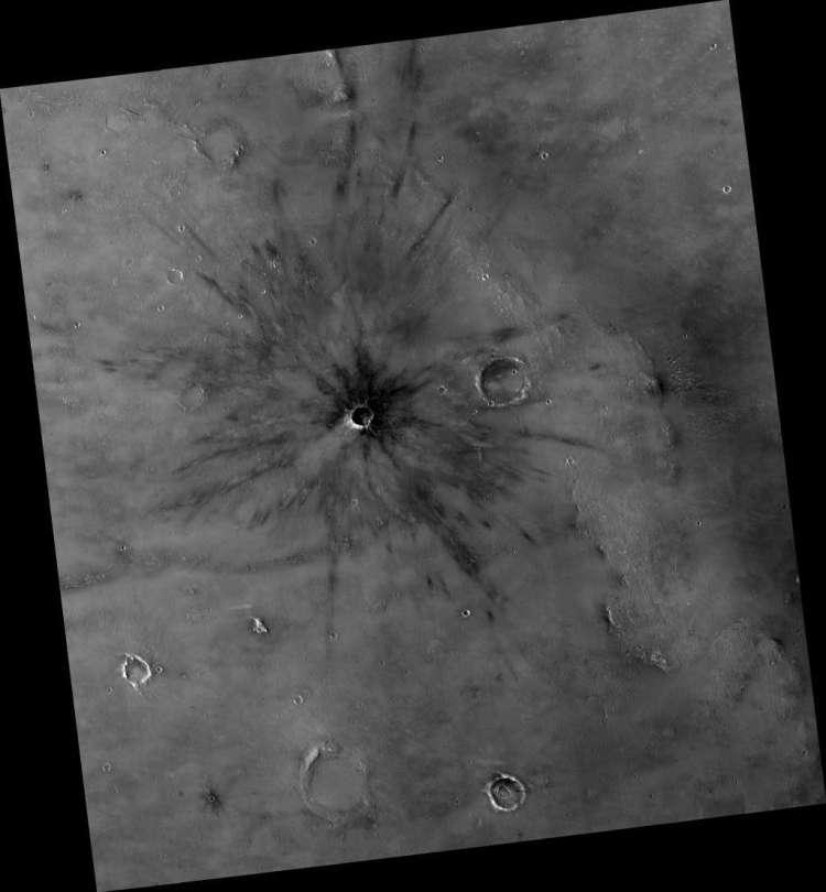 Een nog heel jonge inslagkrater op Mars. Afbeelding: NASA / JPL / University of Arizona.